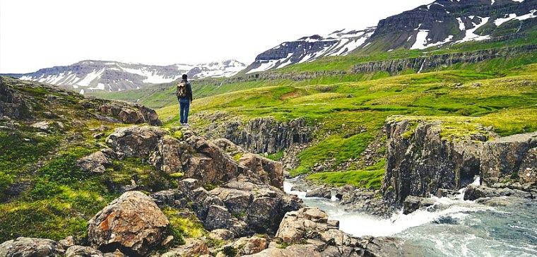 iceland-tourism-hiking